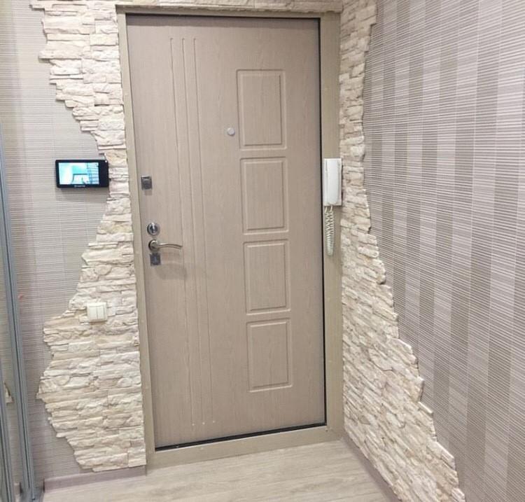 отделка входной двери декоративным камнем низкие цены в москве
